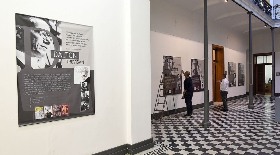 Exposição em Curitiba reúne obras de escritores como Paulo Leminski, Dalton Trevisan e Helena Kolody