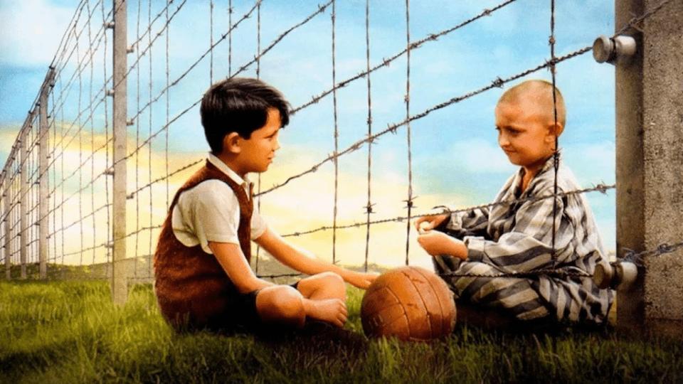 Análise comparativa: canções da inocência no holocausto