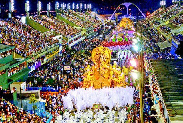 """LETRAS NA SAPUCAÍ: O Carnaval como """"intermidialidade sintética"""""""