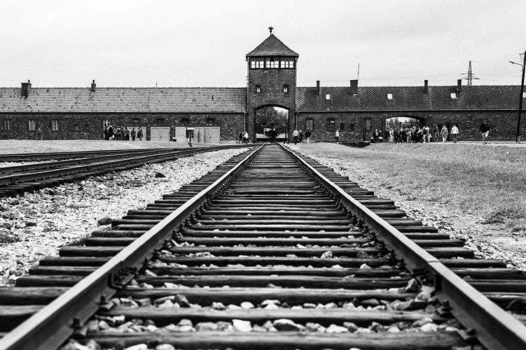 Auschwitz Birkenau Poland 1129x752.jpg.optimal 1024x682 - Postal 1, Kafka e Milena, Premonições e profecias