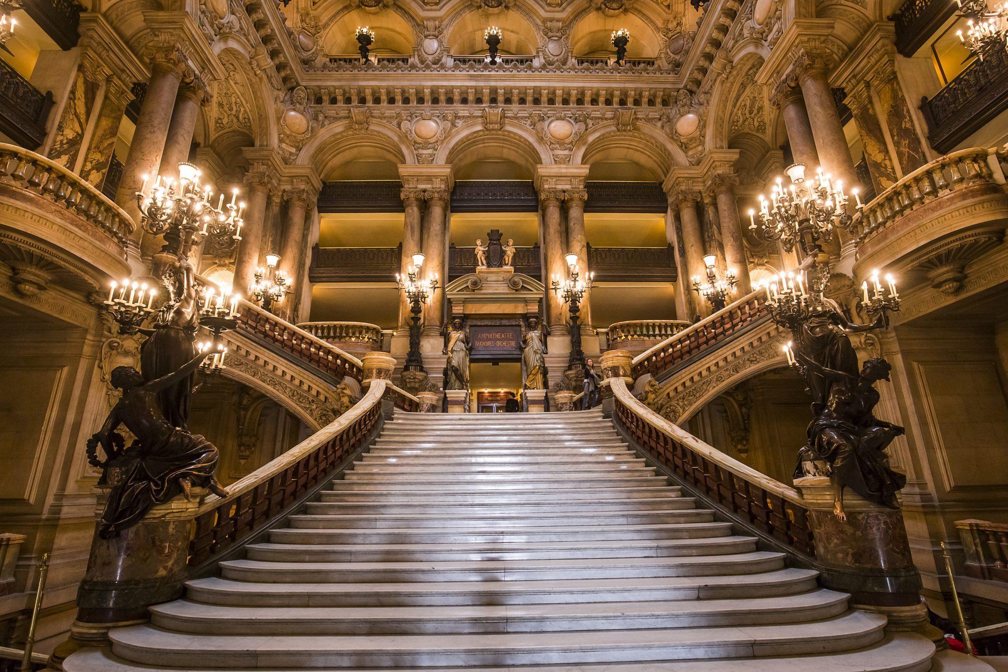 bigstock The Palais Garnier Opera Of P 182530780 - Ecos de Paris II, O Fantasma das nossas Óperas, Paris está a arder