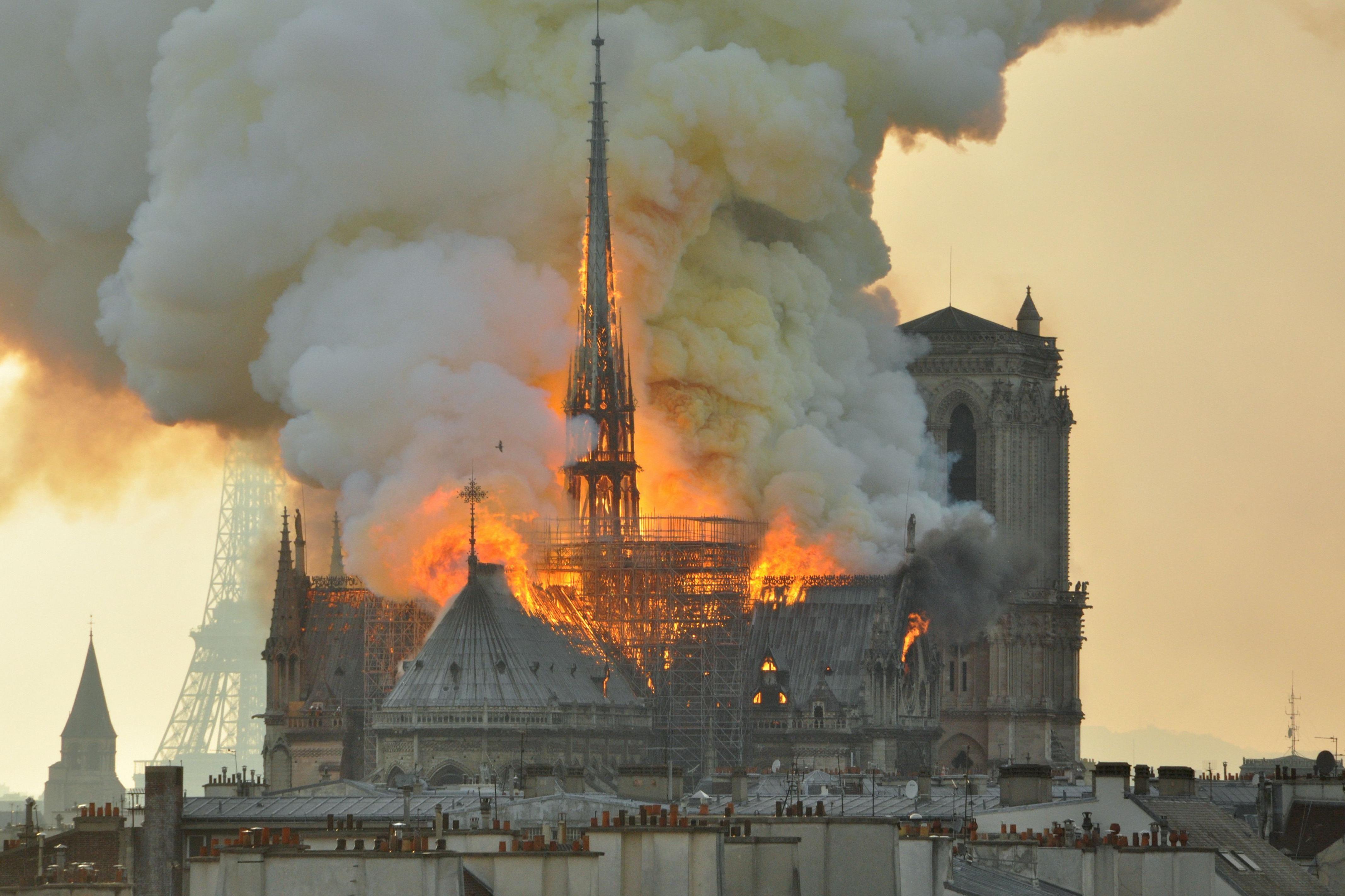 pourquoi incendie notre dame paris choc autant monde - Ecos de Paris II, O Fantasma das nossas Óperas, Paris está a arder