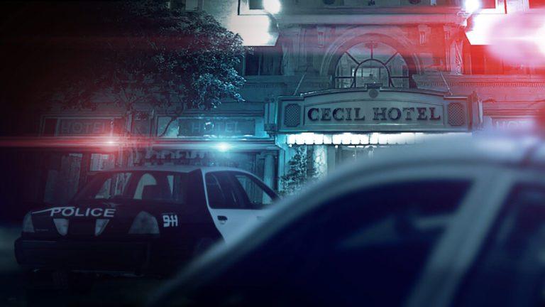 AAAABQaclipy0caKiUZWp2IxoJrmBtQxRVH2GLs9e XdalZMGknG28zVOQryILQtb0yC5ttcgf6lzbvAbkWswbMHAUGZ6ZIc 768x432 - A vingança da pós-verdade no documentário Cena do Crime: mistério e morte no Hotel Cecil